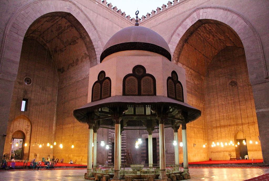 صحن مسجد السلطان حسن