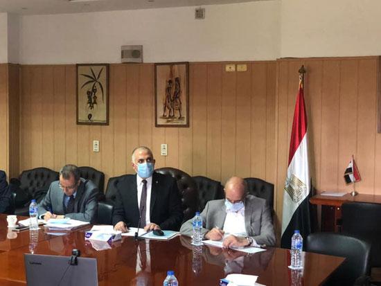 الدكتور محمد عبد العاطى وزير الرى (2)