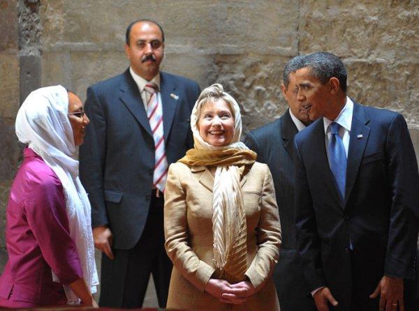 أوباما خلال زيارته لمسجد السلطان حسن