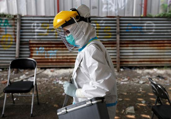 أحد الأطباء المشارك فى عمليات الفحوص العشوائية لكورونا