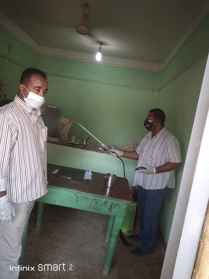 ردم البرك واستمرار اعمال النظافة بادفو باسوان   (9)