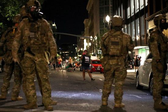 الشرطة في مواجهة المتظاهرين
