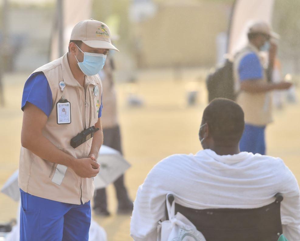 الطواقم الطبية في  خدمة ضيوف الرحمن بمشعر عرفة (3)