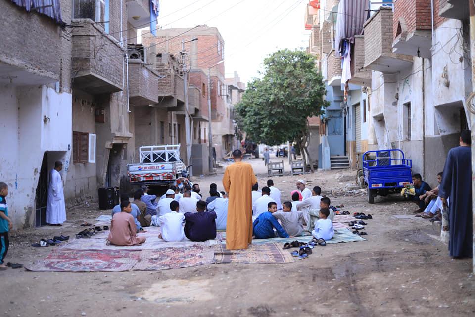 شاهد مخالفات وصلاة العيد بالشوارع ومركز شباب فى محافظة الأقصر (3)