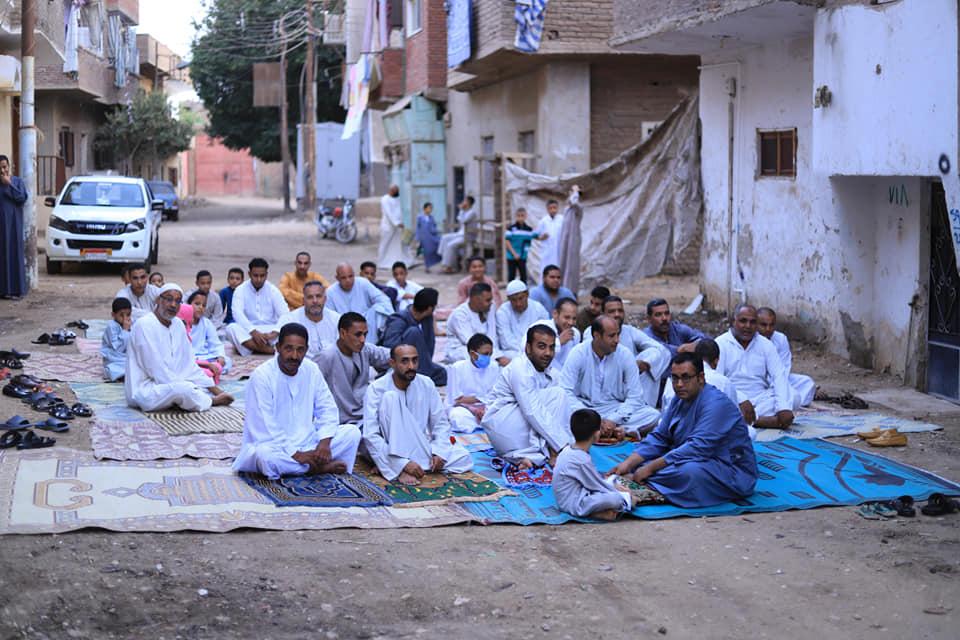 شاهد مخالفات وصلاة العيد بالشوارع ومركز شباب فى محافظة الأقصر (6)