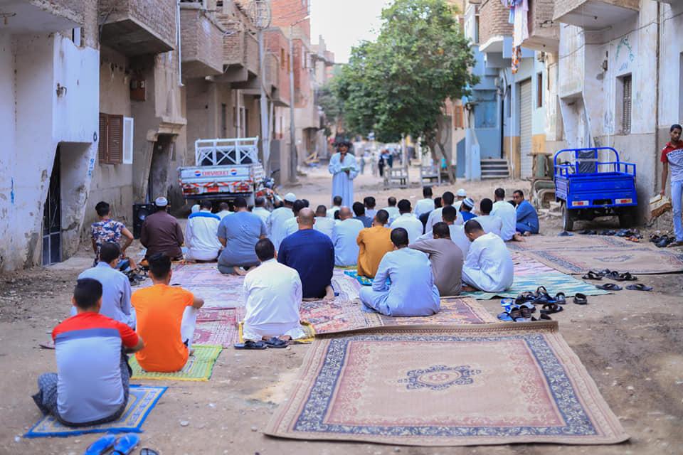 شاهد مخالفات وصلاة العيد بالشوارع ومركز شباب فى محافظة الأقصر (2)