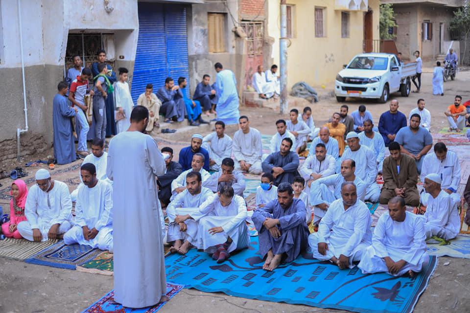 شاهد مخالفات وصلاة العيد بالشوارع ومركز شباب فى محافظة الأقصر (1)
