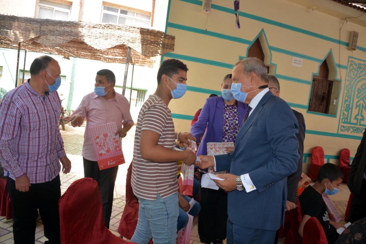 محافظ القليوبية يشارك الايتام فرحة عيد الأضحى 5