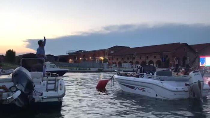 173-200036-cinema-italy-venezia-boats-2
