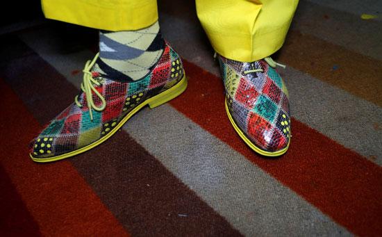 حتى الحذاء وضع لمسته بتصميماته اللافتة