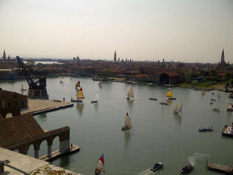 173-200036-cinema-italy-venezia-boats-3