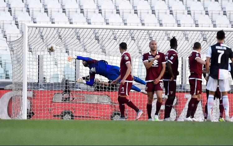 رونالدو يترقب دخول الكرة الشباك