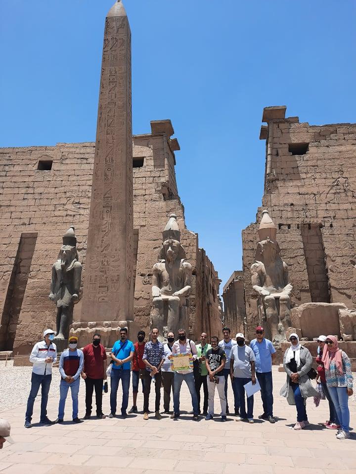 نقابة المرشدين السياحيين تنظم جولة بمعبد الأقصر لتشجيع السياح على زيارة مصر (5)