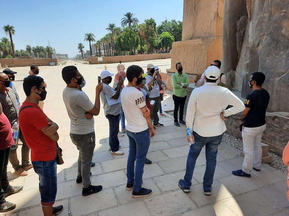 نقابة المرشدين السياحيين تنظم جولة بمعبد الأقصر لتشجيع السياح على زيارة مصر (3)