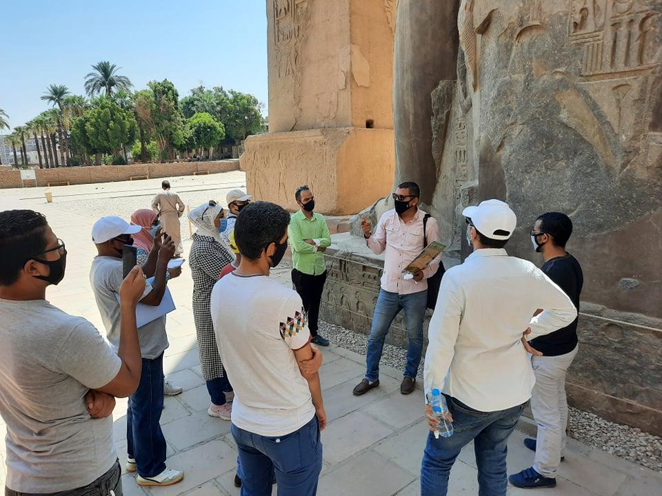 نقابة المرشدين السياحيين تنظم جولة بمعبد الأقصر لتشجيع السياح على زيارة مصر (4)