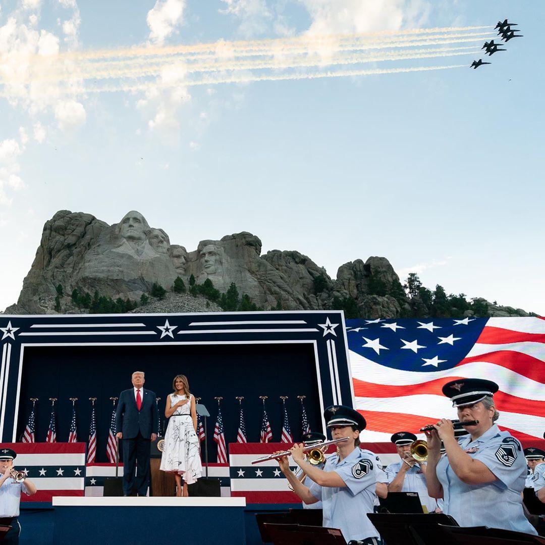 ميلانيا ترامب في عيد الاستقلال (3)