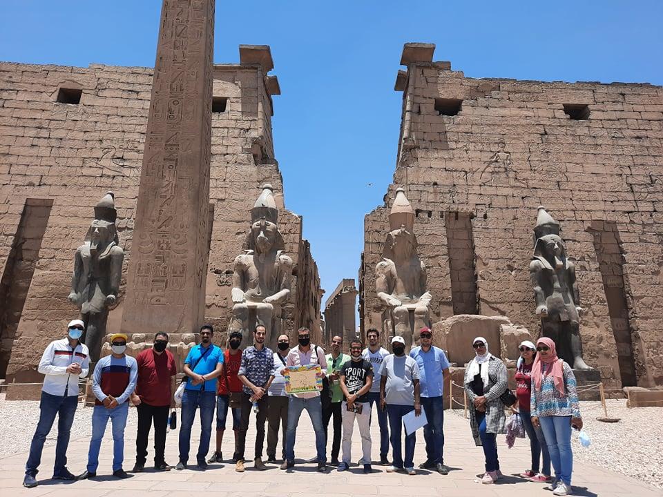 نقابة المرشدين السياحيين تنظم جولة بمعبد الأقصر لتشجيع السياح على زيارة مصر (1)