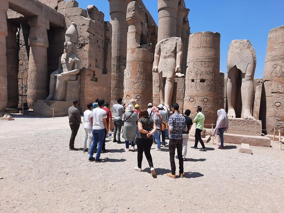 نقابة المرشدين السياحيين تنظم جولة بمعبد الأقصر لتشجيع السياح على زيارة مصر (2)