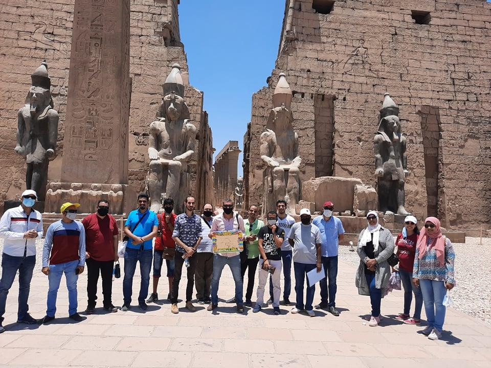 نقابة المرشدين السياحيين تنظم جولة بمعبد الأقصر لتشجيع السياح على زيارة مصر (7)