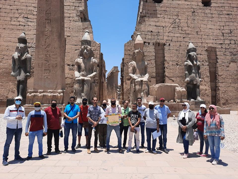 نقابة المرشدين السياحيين تنظم جولة بمعبد الأقصر لتشجيع السياح على زيارة مصر (6)