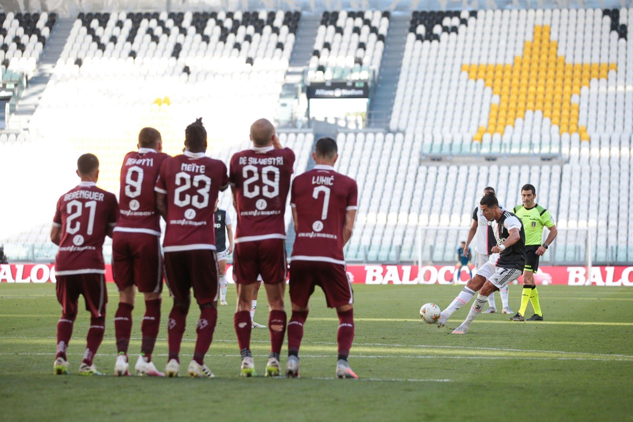 لحظة تسديد رونالدو كرة الهدف فى شباك تورينو