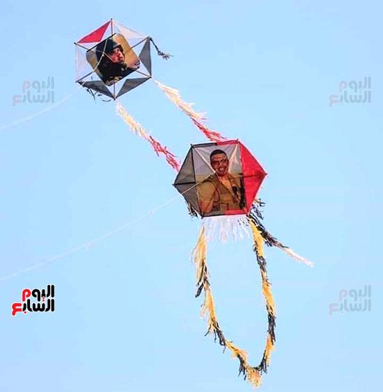طائرات-تحمل-صور-المنسي-(3)