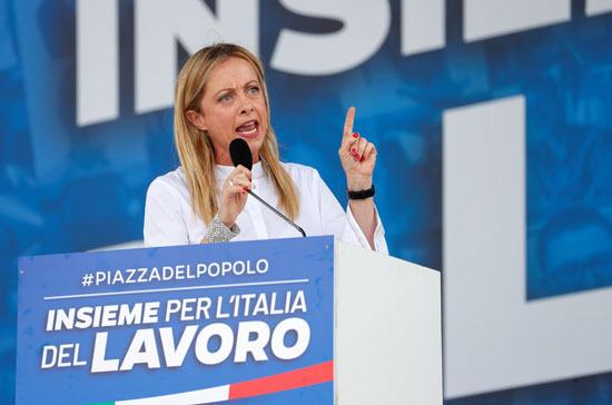 زعيمة حزب إخوان إيطاليا جيورجيا ميلوني تتحدث خلال المظاهرة