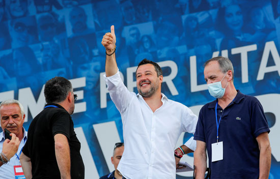 زعيم حزب اليمينى ماتيو سالفينى خلال الاحتجاجات