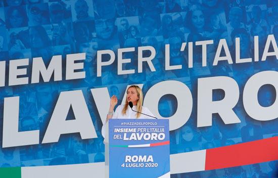 جيورجيا ميلوني تتحدث خلال المظاهرة