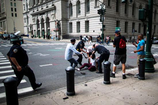 اشتباكات بين المحتجين والشرطة