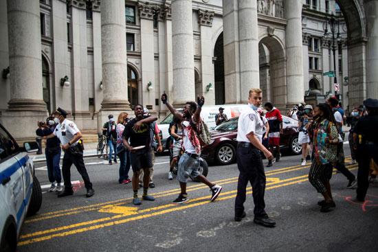 اشتباكات المحتجين والشرطة الأمريكية