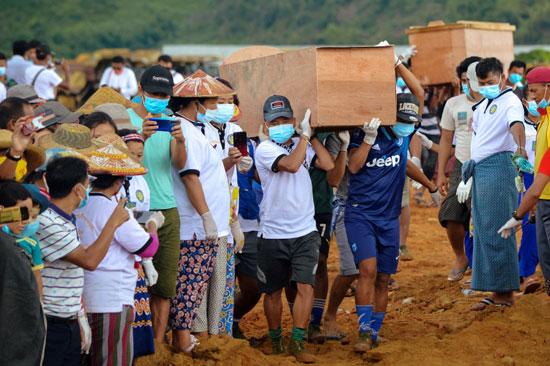 جنازة ضحايا انهيار أرضى فى منجم بميانمار