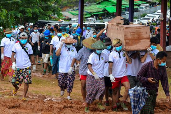 جانب من جنازة ضحايا منجم ميانمار