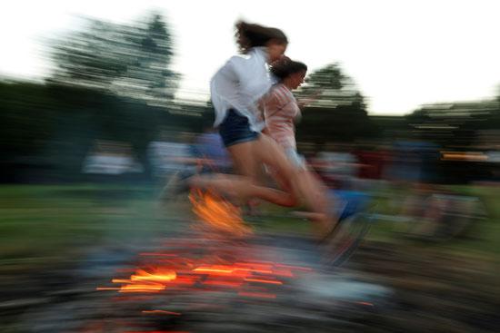 القفز فوق النيران