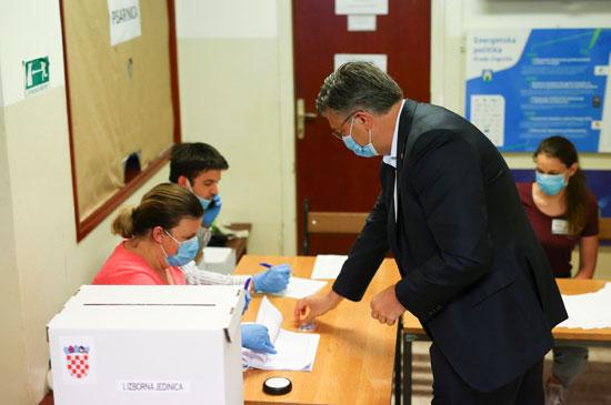 رئيس الوزراء الكرواتى يدلى بصوته