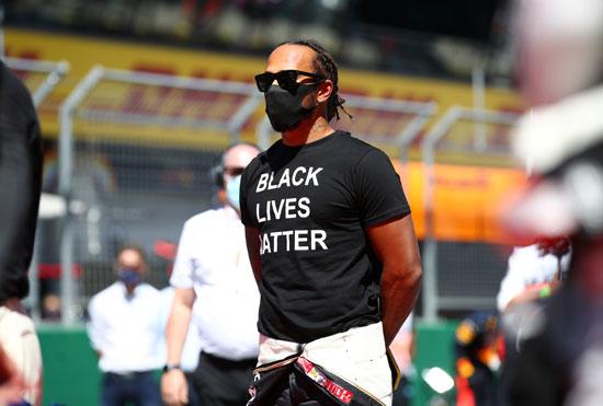 مرسيدس لويس هاميلتون يرتدي تي شيرت ضد العنصرية
