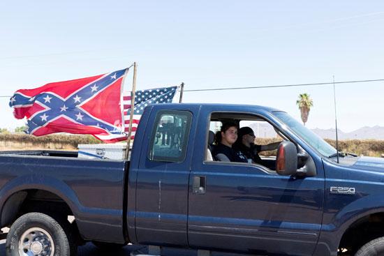 مسيرة ضد القيود لمنع كورونا فى فينيكس أريزونا