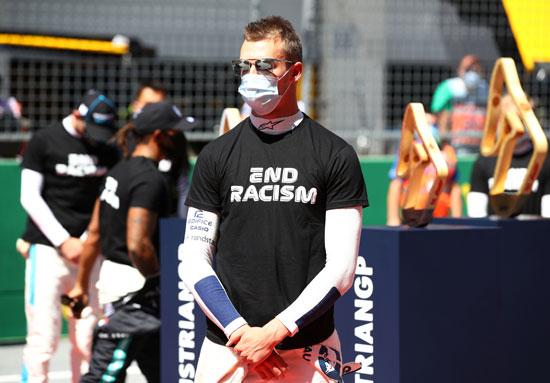 ألف داني ترافي دانيال كفيات يرتدي قميصًا مناهضًا للعنصرية