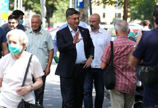رئيس الوزراء الكرواتى أندريه بلينكوفيتش فى طريق للجنته الانتخابيه