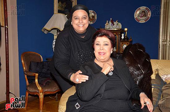 الفنانة-رجاء-الجداوي-وابنتها-اميرة-حسن-مختار