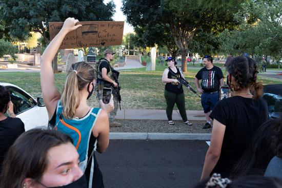 متظاهرون ضد قيود كورونا فى ولاية أريزونا