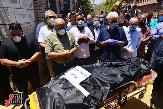 وصول جثمان رجاء الجداوي (13)