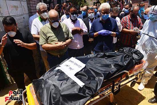 وصول جثمان رجاء الجداوي (26)