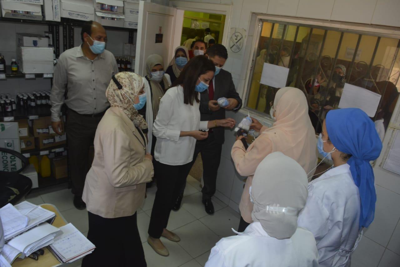 نائب محافظ الجيزة تتفقد الوحدات الصحية  (2)