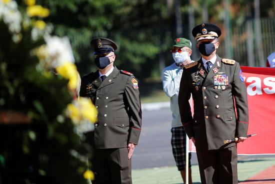 التحية العسكرية خلال احتفالات عيد الاستقلال