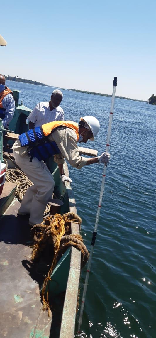 شركة مياه الأقصر تجرى مسح بيئى بمياه النيل ضمن خطة سلامة ومأمونية المياه (3)