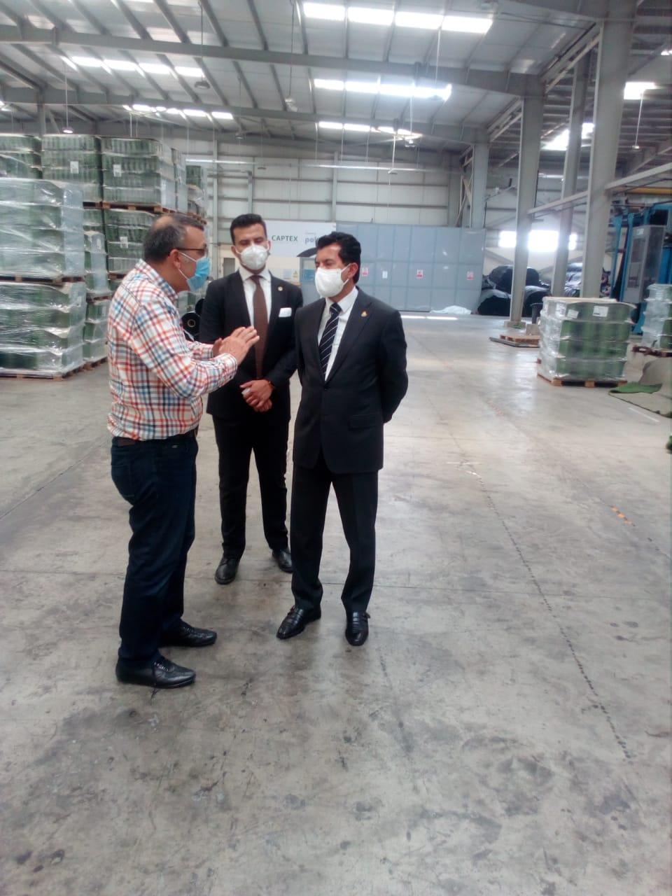 الوزير فى المصنع