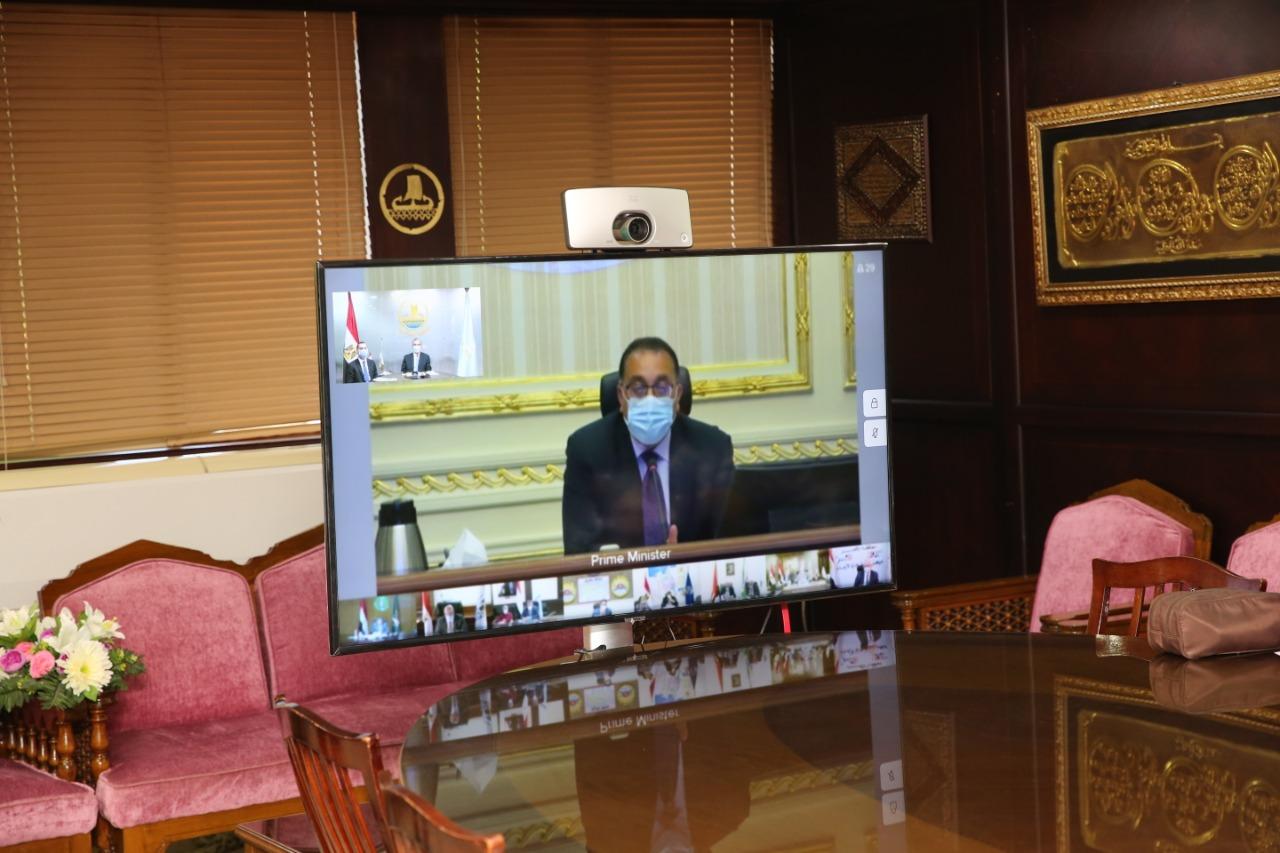 رئيس مجلس الوزراء خلال إجتماعه مع المحافظين