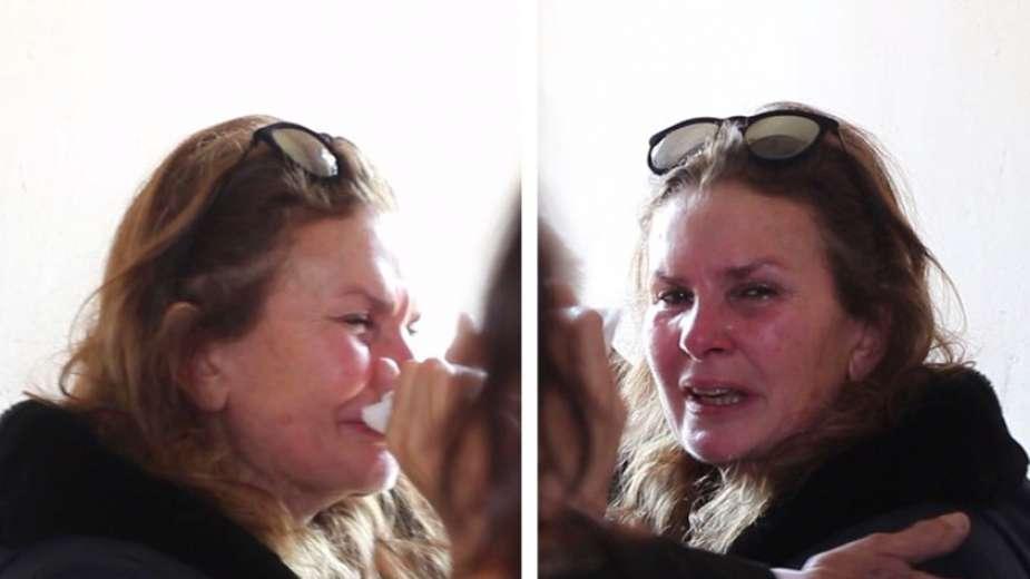 دموع يسرا فى جنازة والدتها (2)