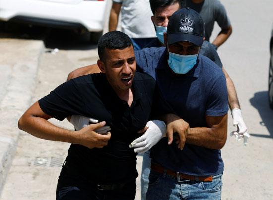بكاء شقيق المحلل السياسى هشام الهاشمى خلال الجنازة